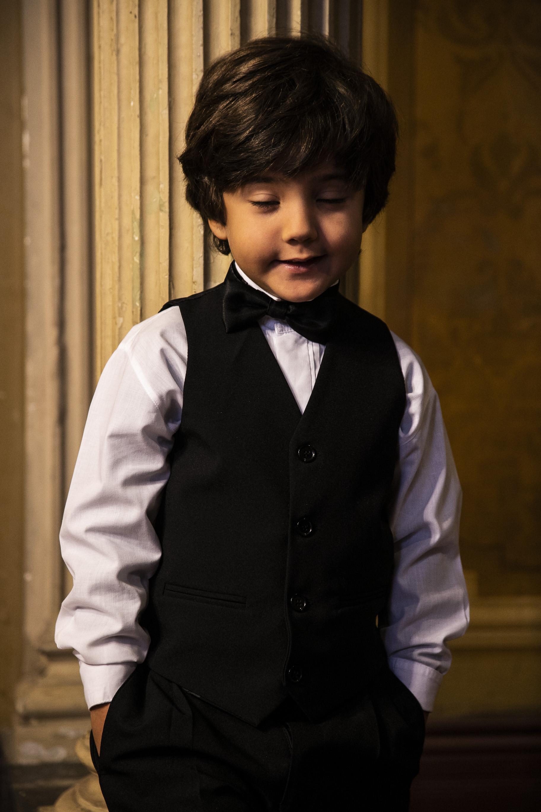 1 - Colete preto com gravata borboleta para pajem
