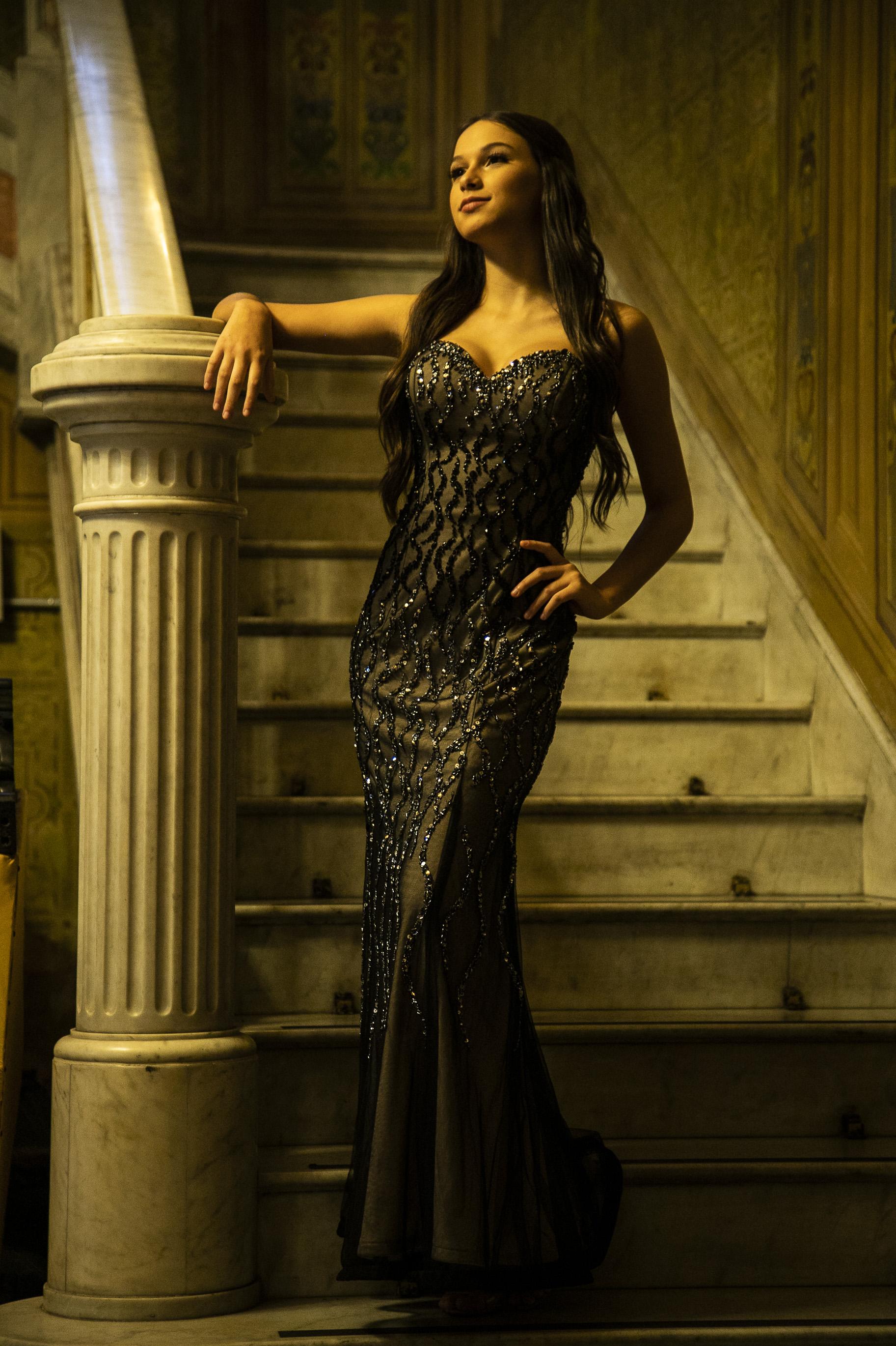 116 - Vestido sereia de tule preto com pedraria e forro nude