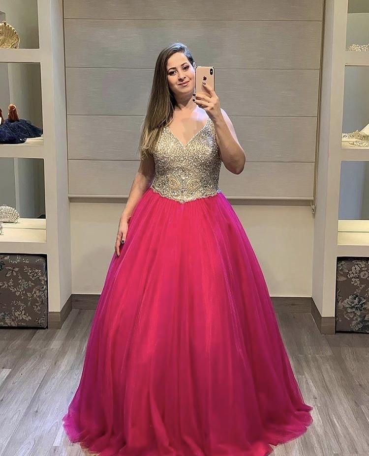 57 - Vestido de valsa em pedraria com saia pink de tule