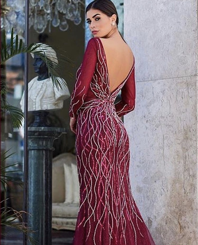114 - Vestido de tule marsala de pedraria com manga comprida