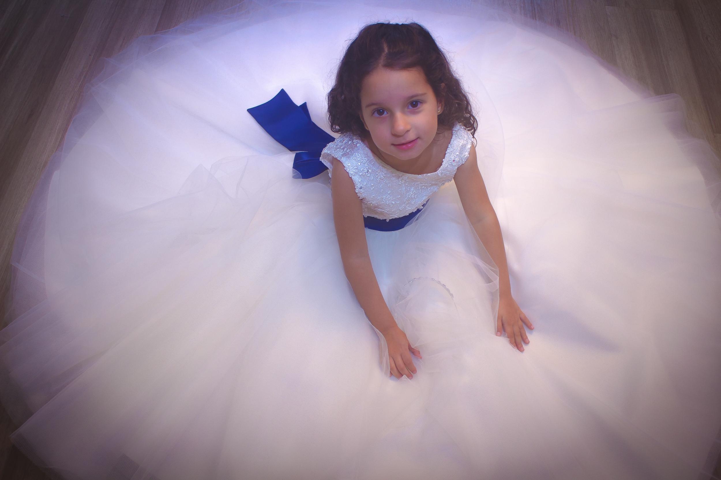 13 - Vestido de daminha de renda offwhite com cristais e saia de tule