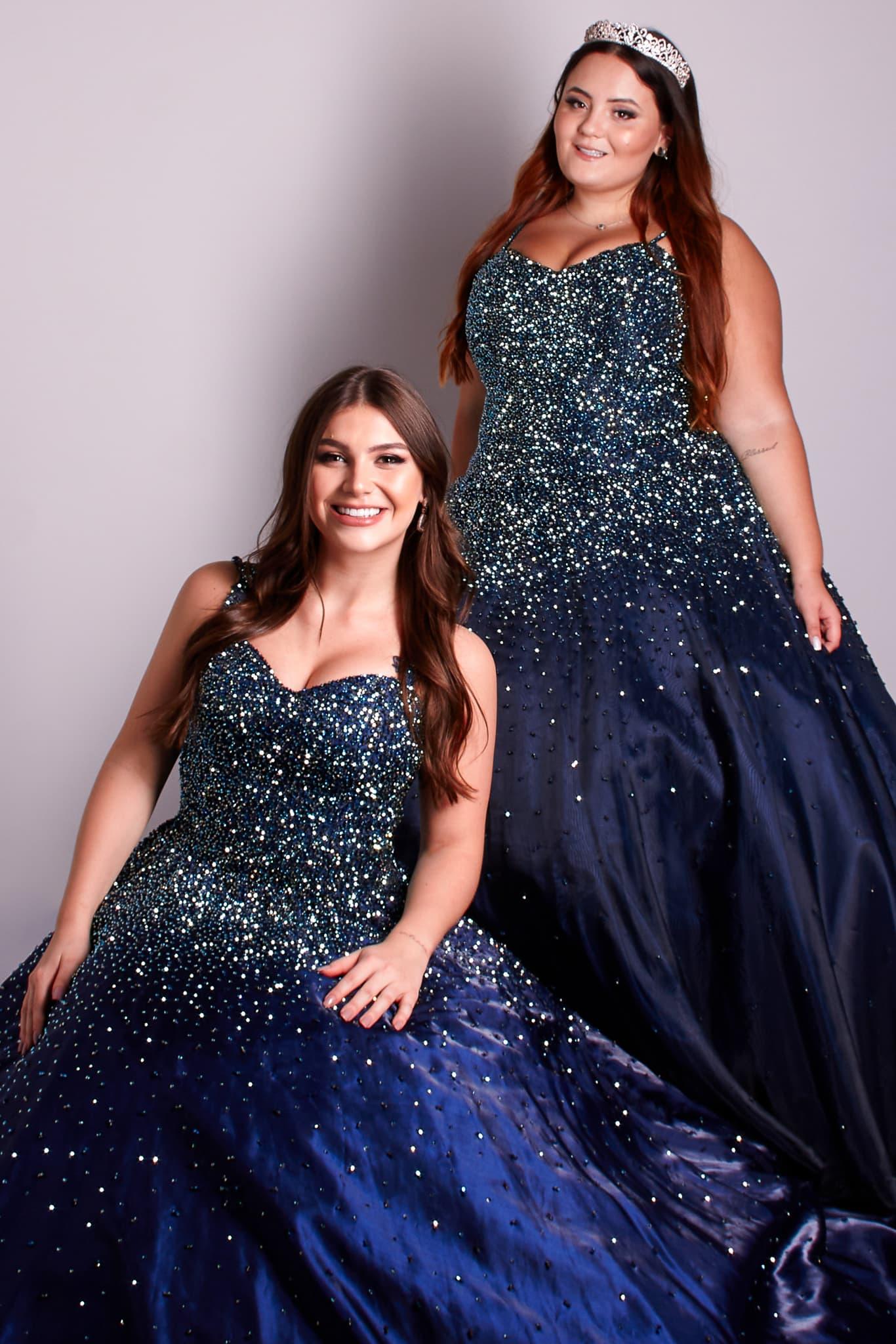150 - Vestidos de valsa azul marinho bordados em cristais em diversas numerações