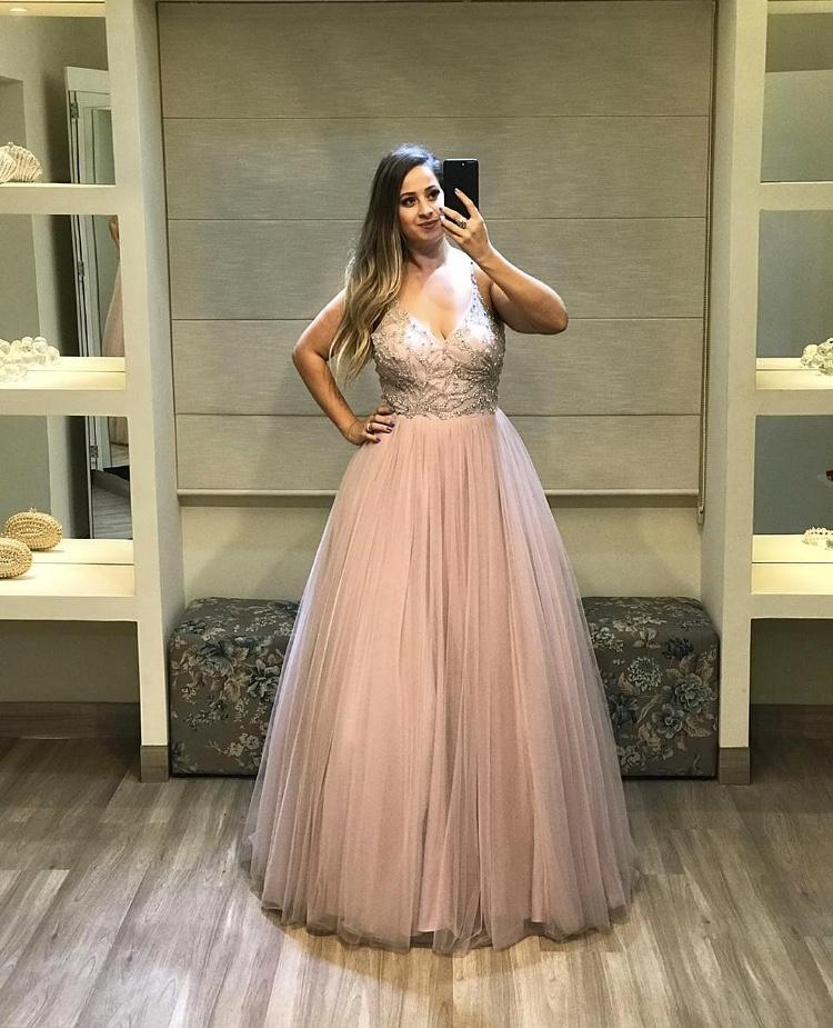 10 - Vestido rosê bordado com saia de tule