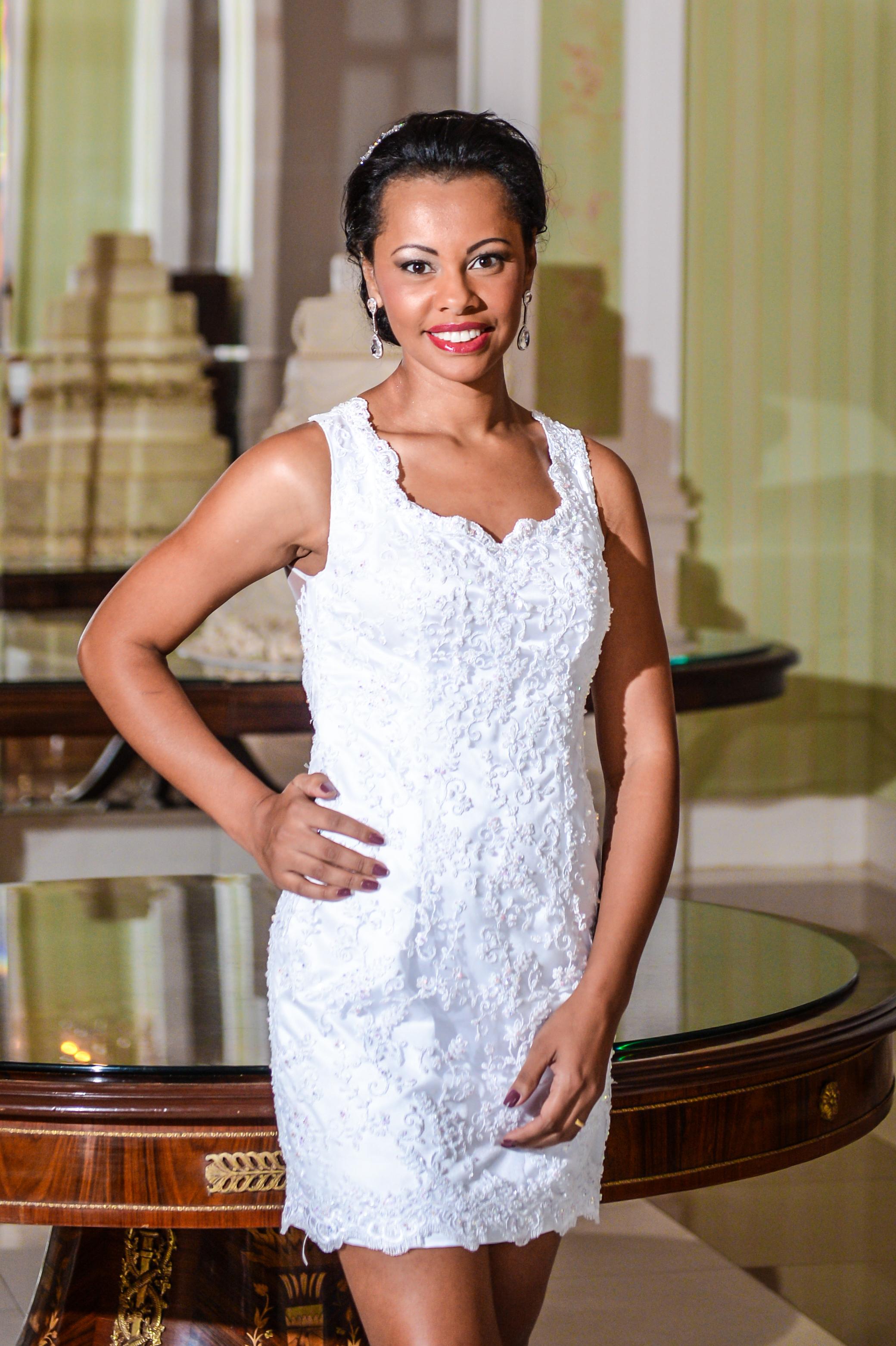 18 - Vestido de noiva curto de renda