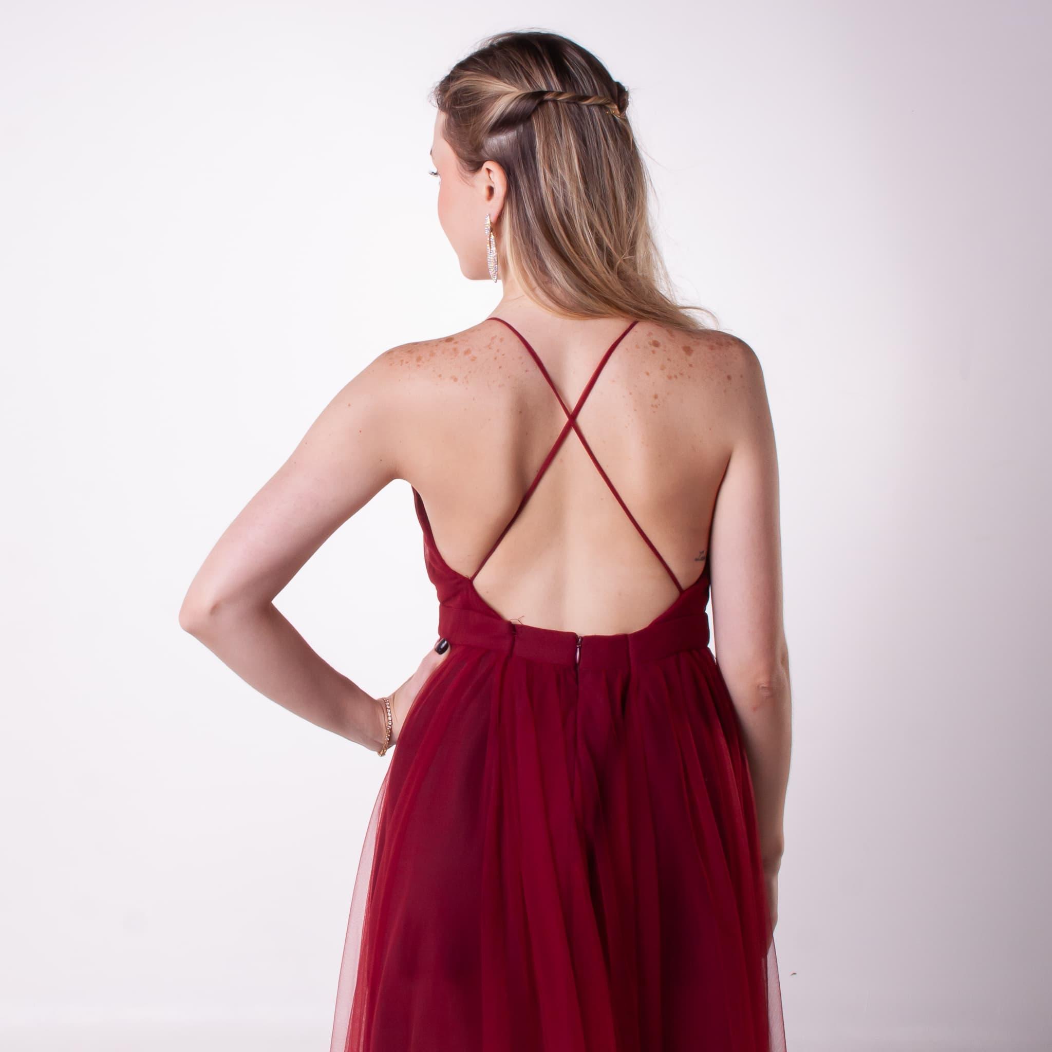 43 - Vestido marsala de tule cuzado nas costas
