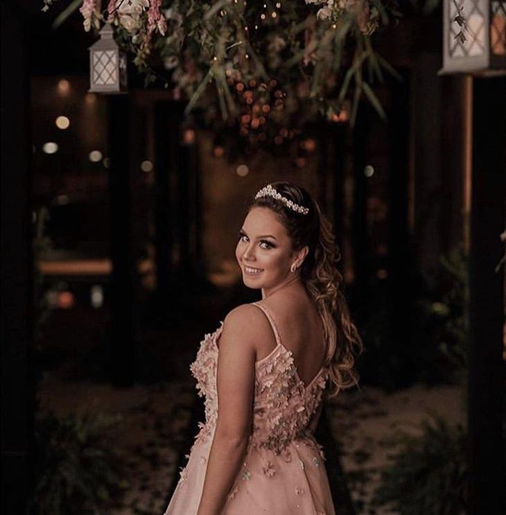 54 - Vestido rosê com aplicações de flores