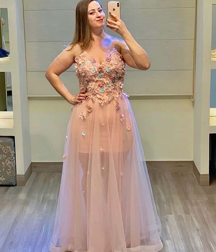 15 - Vestido de tule bordado em flores com transparência