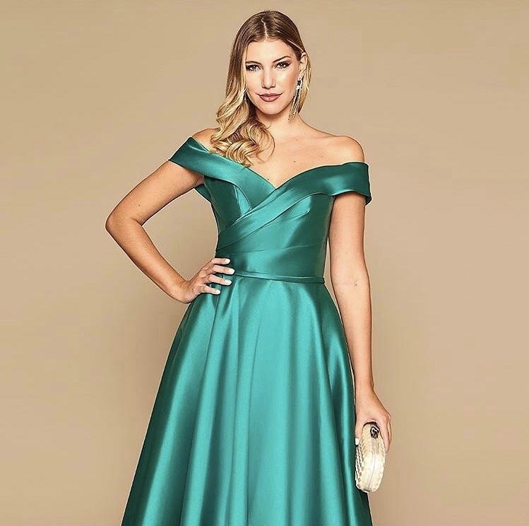 97 - Vestido verde esmeralda ombro a ombro