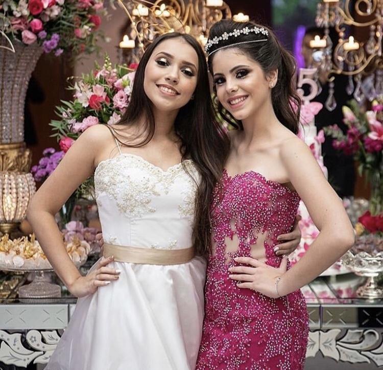 56 - Vestido pink de renda com cristais e vestido offwhite 15 damas