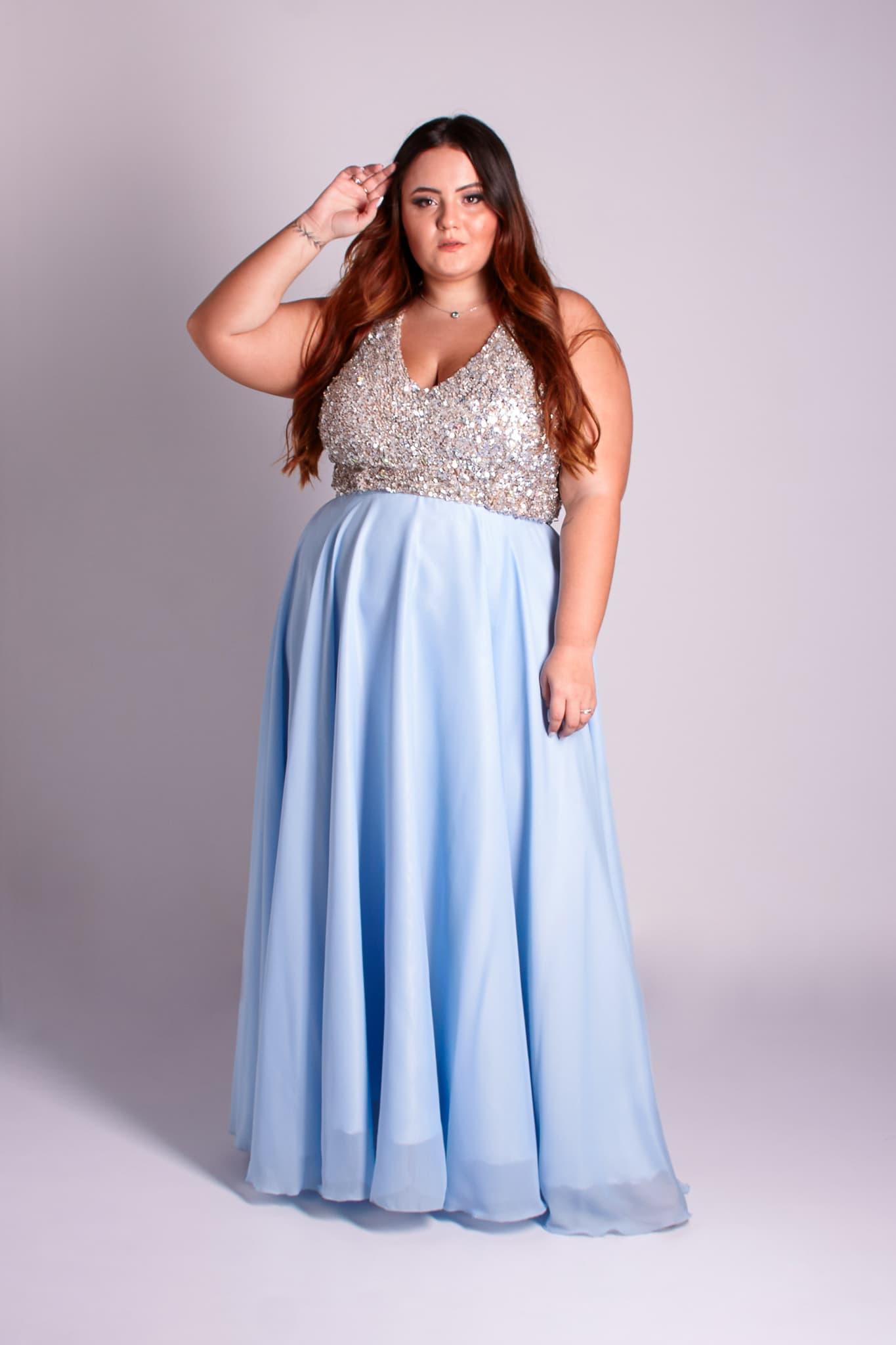 58 - vestido com corpo bordado em pedraria prata e saia azul serenity removível