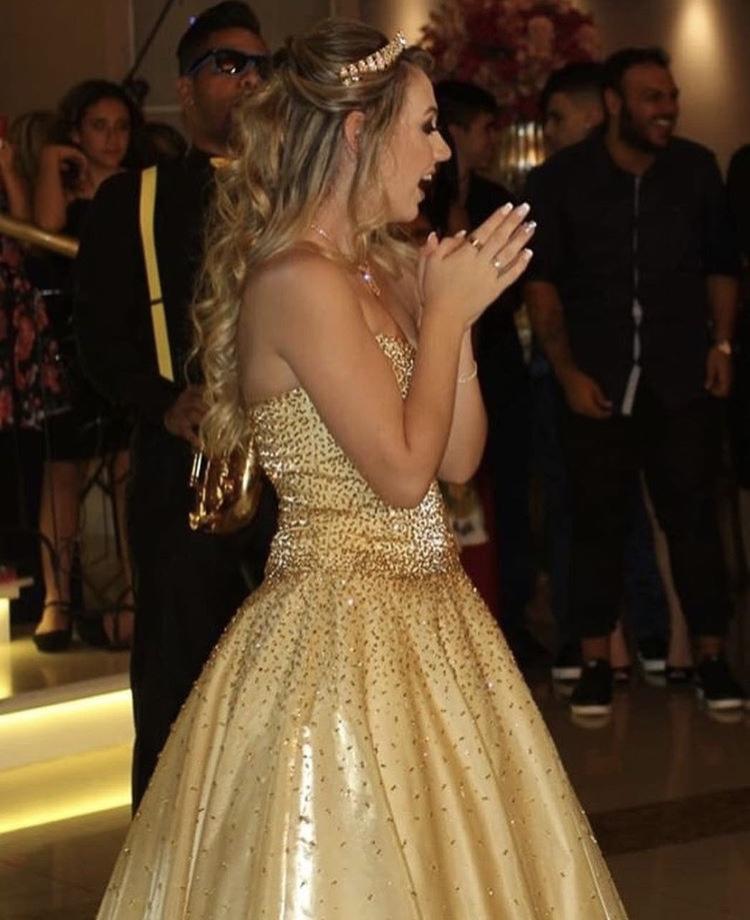 21 - Vestido de valsa dourado com cristais Swarovski