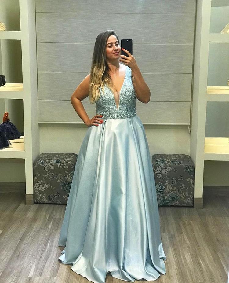 48 - Vestido azul serenity bordado com saia acetinada