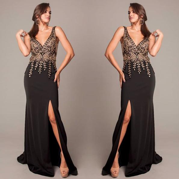 140 - Vestido preto com pedraria e fenda