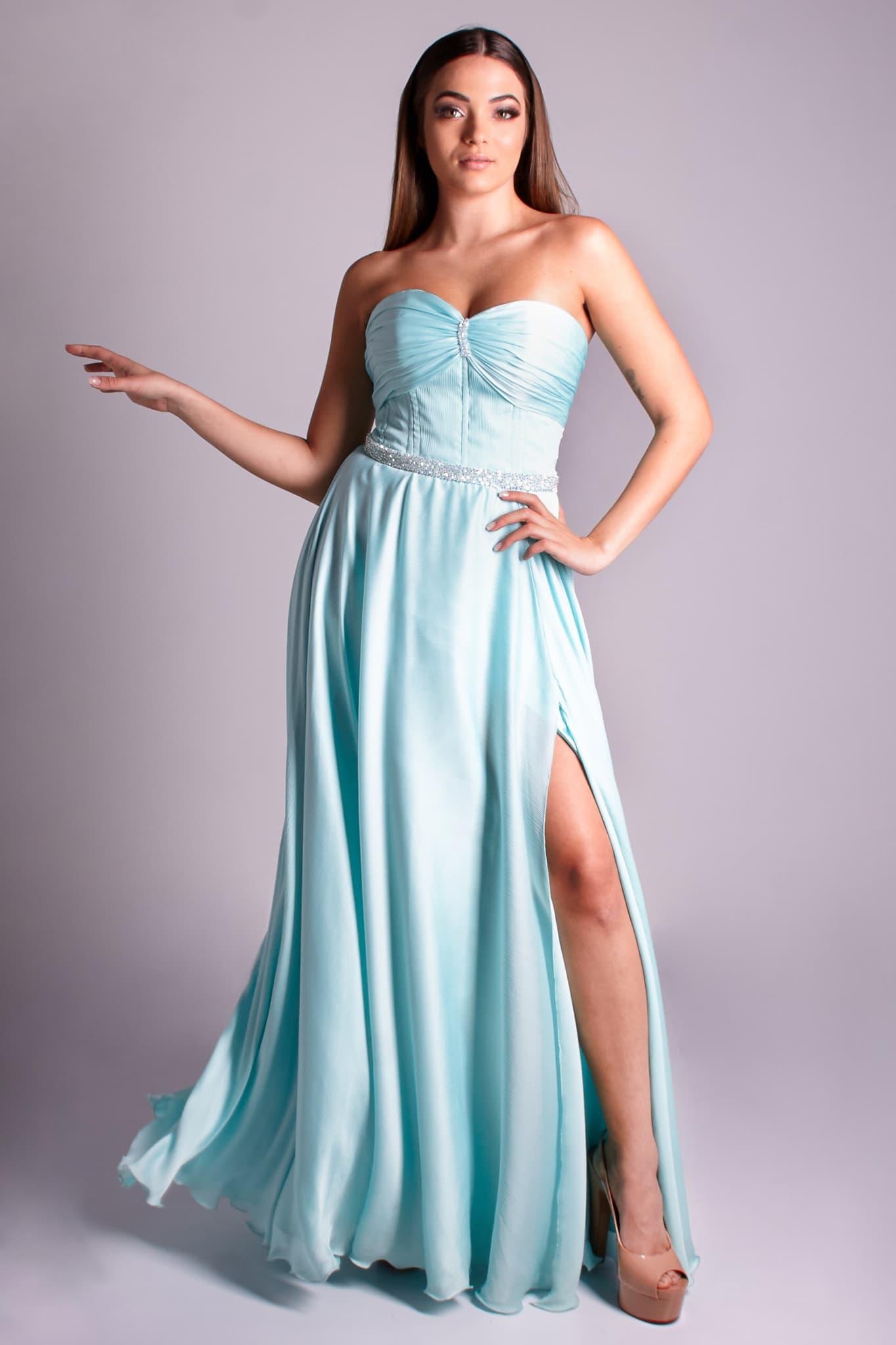 54 - vestido tiffany com busto plissado, fenda e cintinho bordado