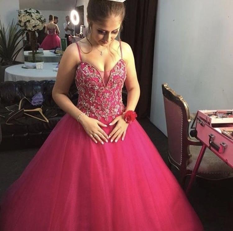58 - Vestido de valsa pink bordado com saia de tule