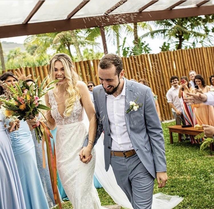 3 - Vestido de noiva estilo boho de renda com cintinho