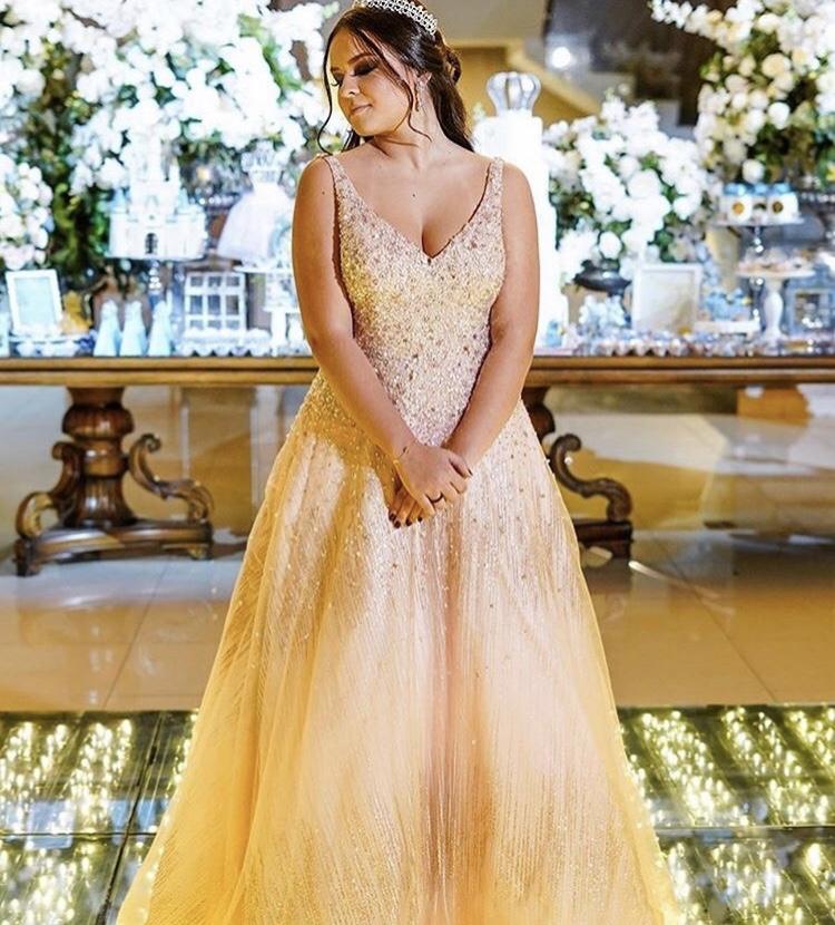 30 - Vestido de valsa dourado