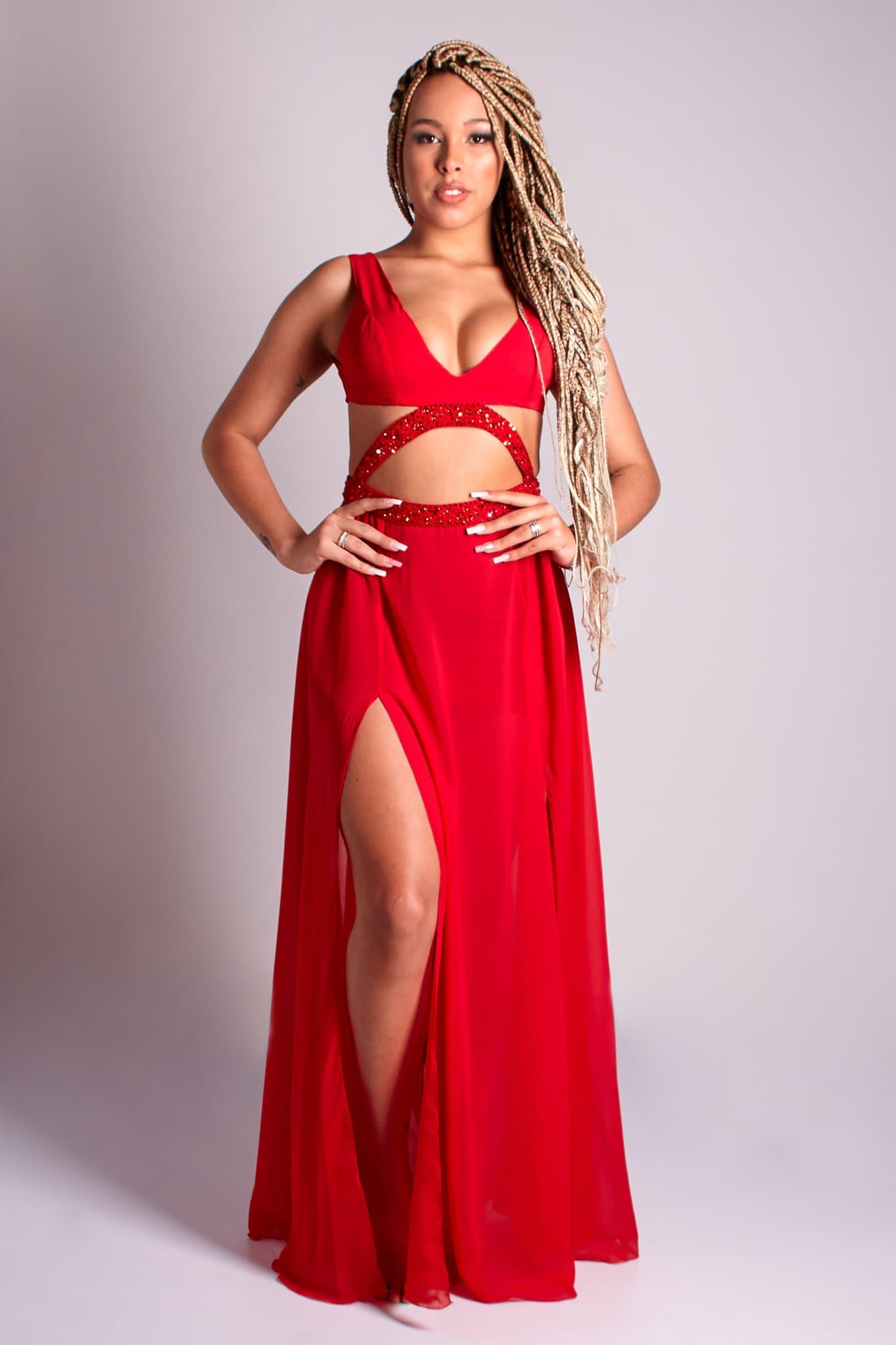 1 - vestido vermelho com recorte e bordado na cintura