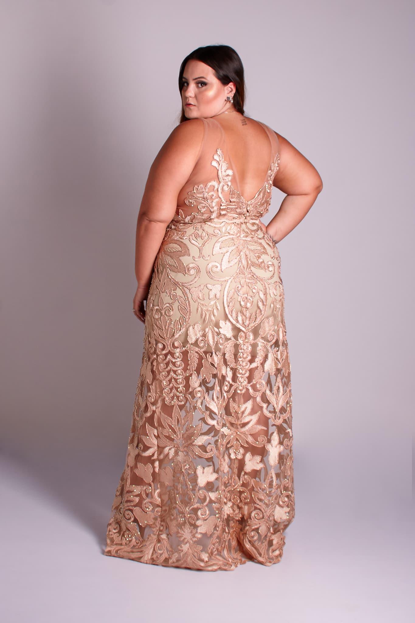 46 - vestido de renda dourada com decote nas costas