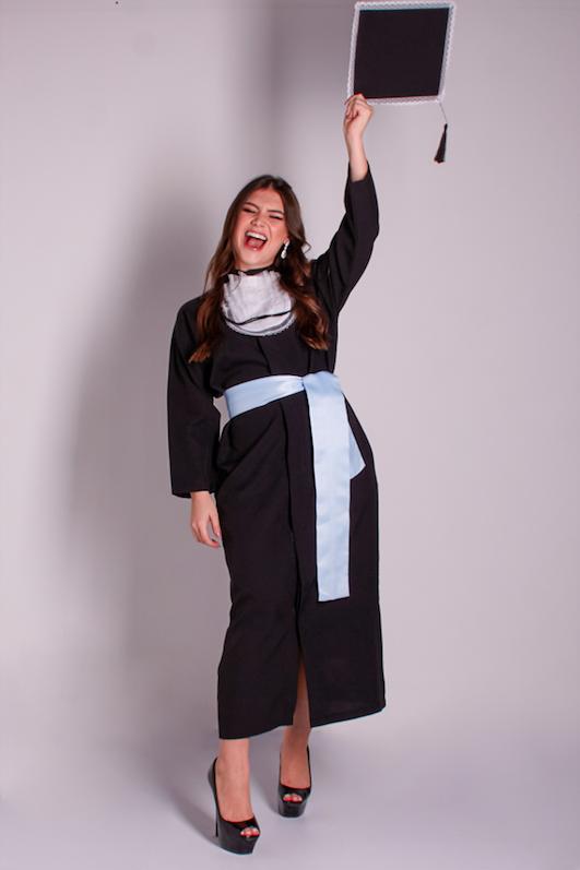 1 - beca tradicional com faixa azul serenity e capelo