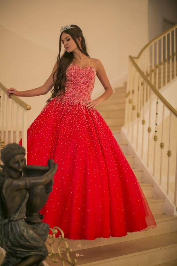 60 - Vestido de valsa vermelho com cristais Swarovski