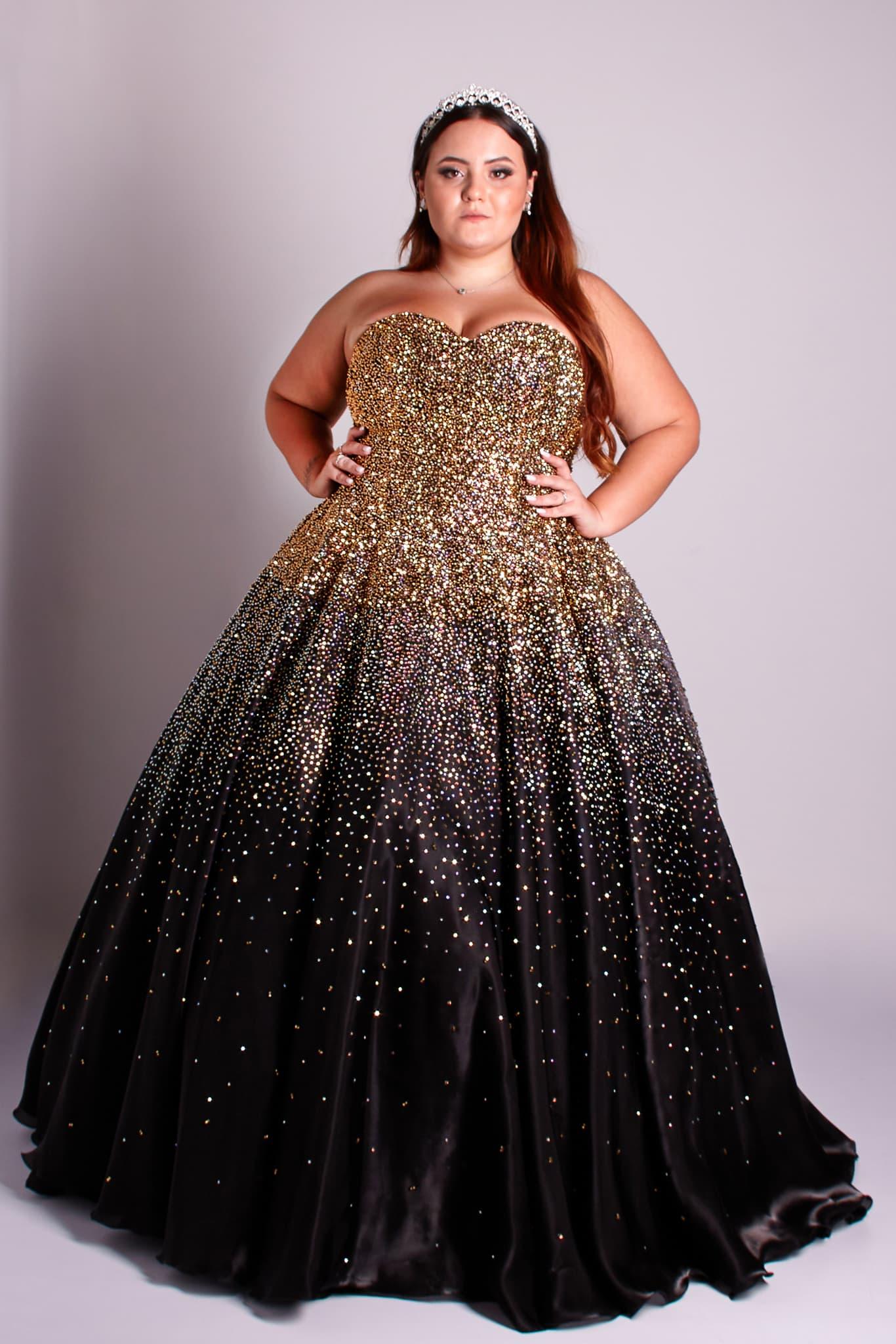 156 - Vestido de valsa preto bordado em cristais dourados