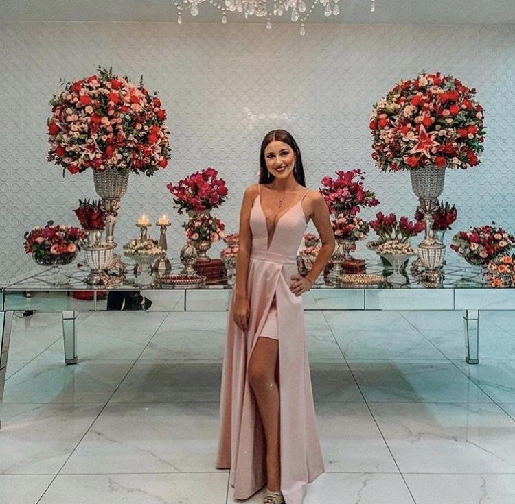 120 - Vestido rosê com decote V e sobressaia com fenda