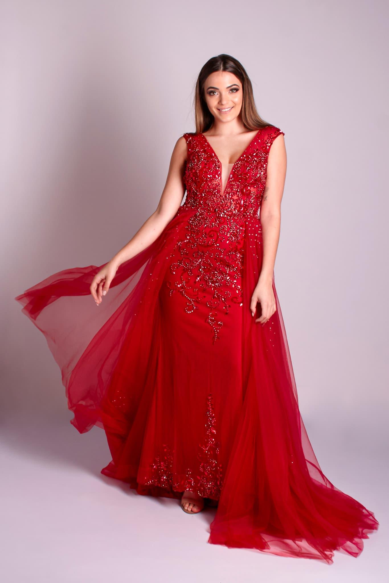85 - Vestido vermelho sereia bordado em pedrarias com sobressaia de tule