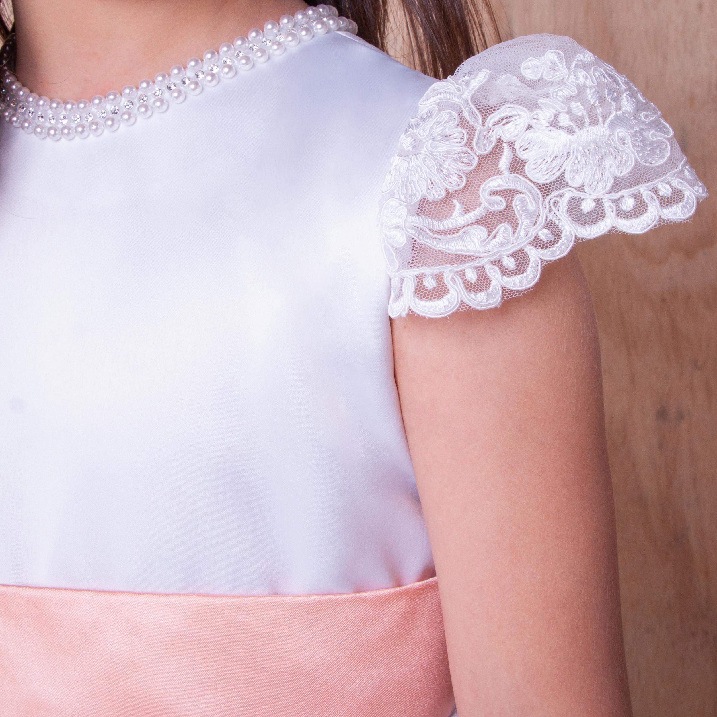 8 - Vestido branco com manguinha de renda