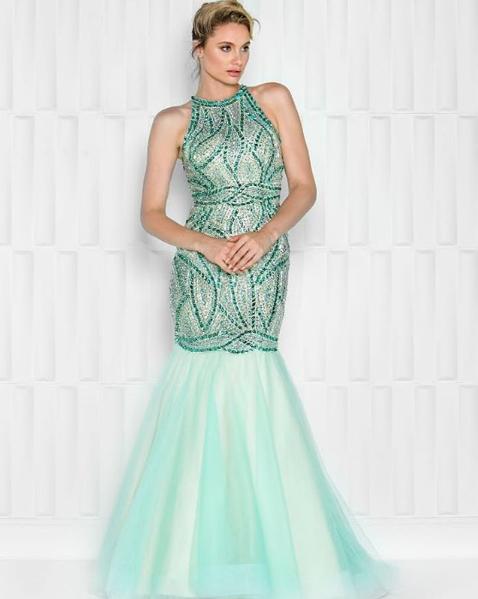 180 - Vestido sereia de tule verde menta bordado em pedrarias