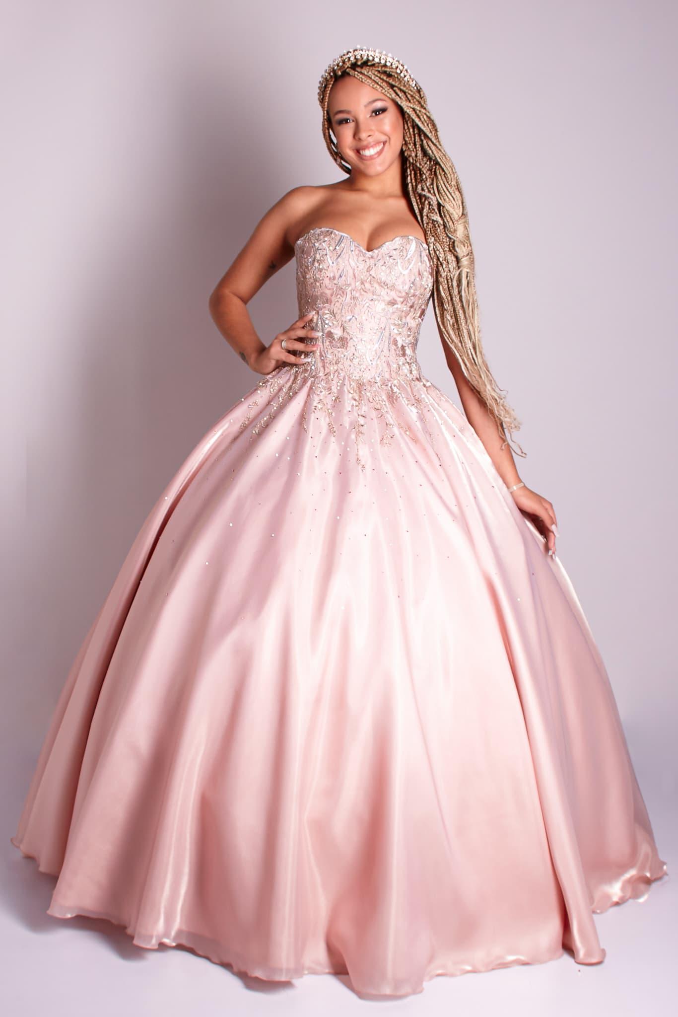 16 - Vestido rosê com aplicações de rendas florais