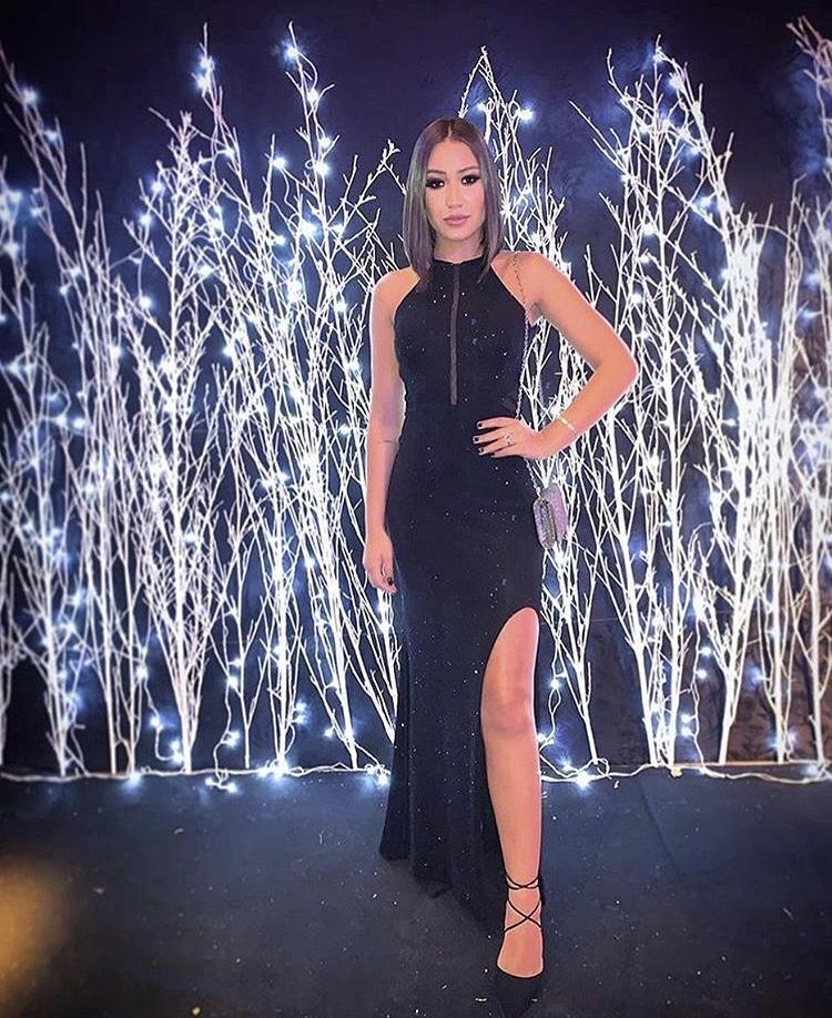 137 - Vestido preto sereia com fenda
