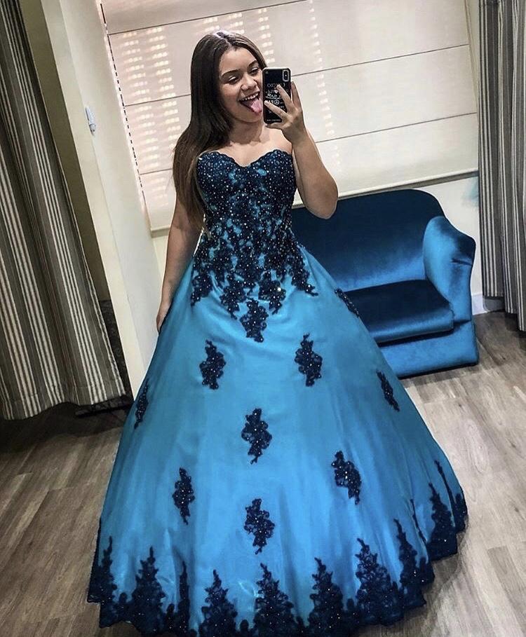 103 - Vestido de valsa azul turquesa com renda azul marinho e cristais