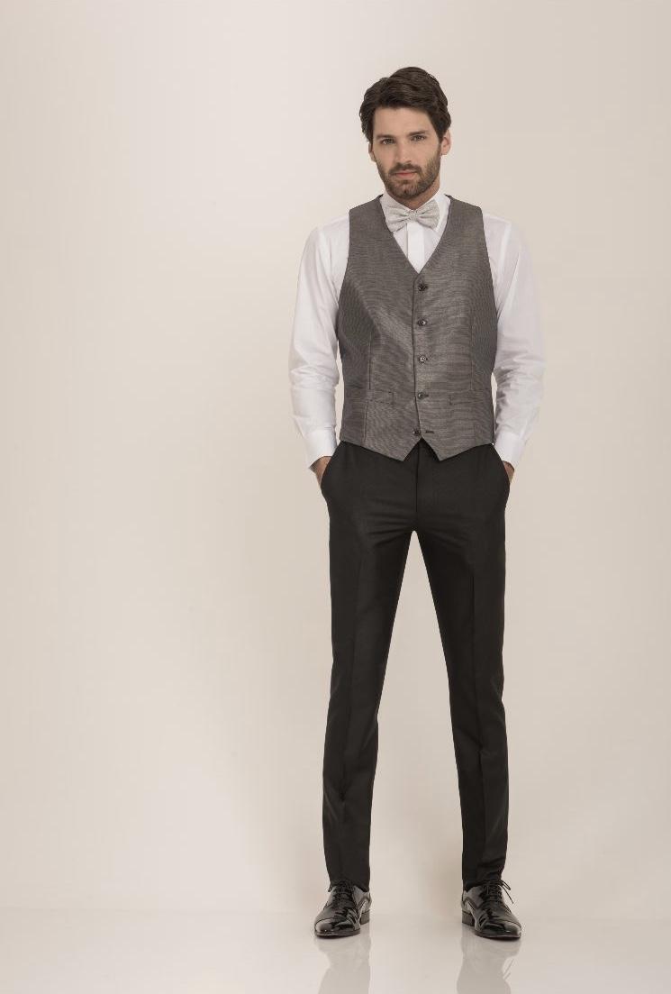 24 - Colete prata e calça slim preta