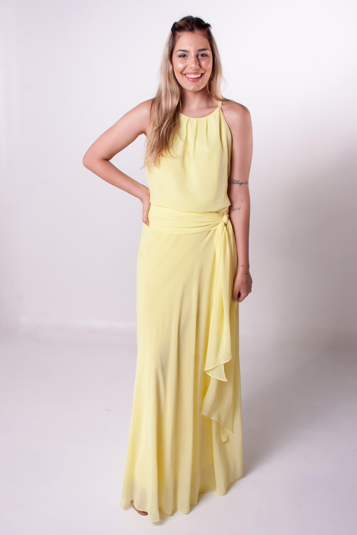 1 - Vestido leve e fluido com detalhe na cintura
