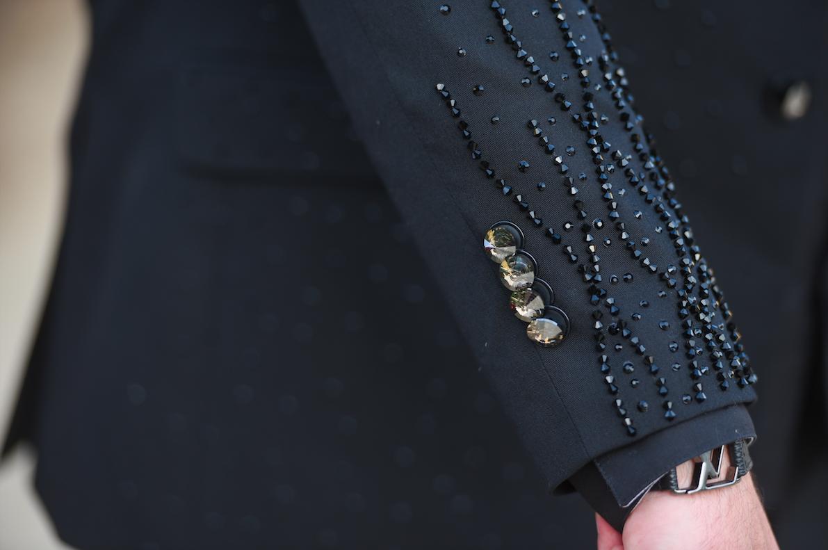 31 - Detalhe manga com bordado e botões em cristais
