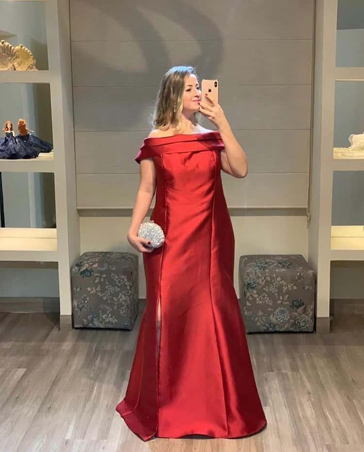 20 - Vestido vermelho de alfaiataria ombro a ombro com fenda