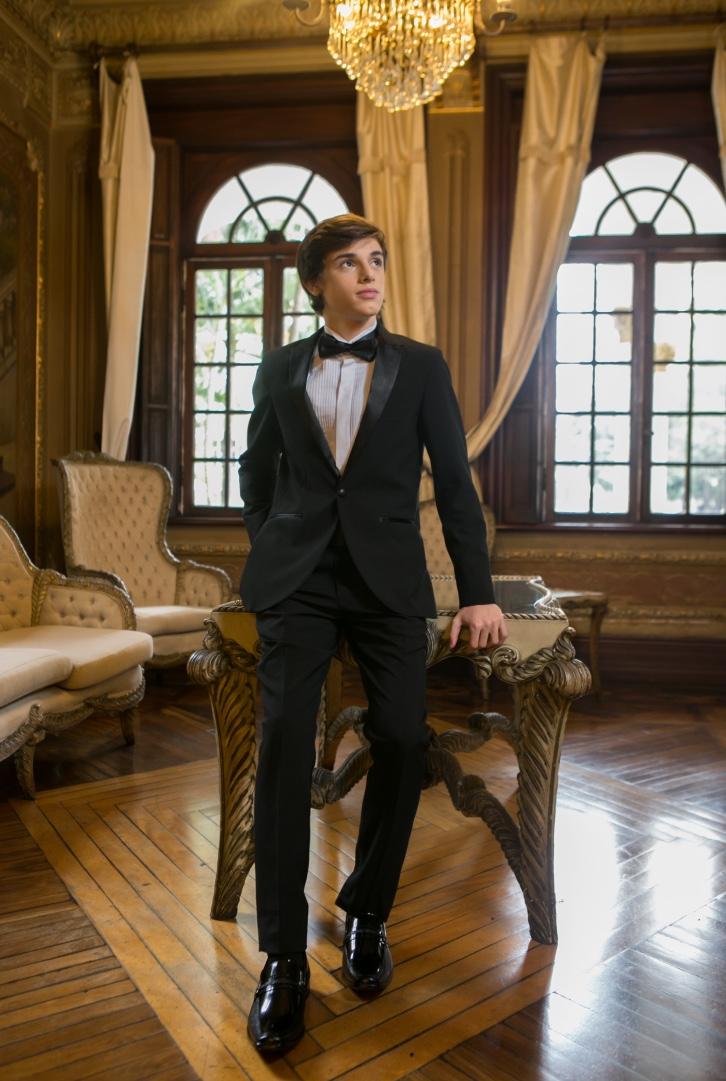 44 - Smoking preto slim com gravata borboleta e camisa a rigor