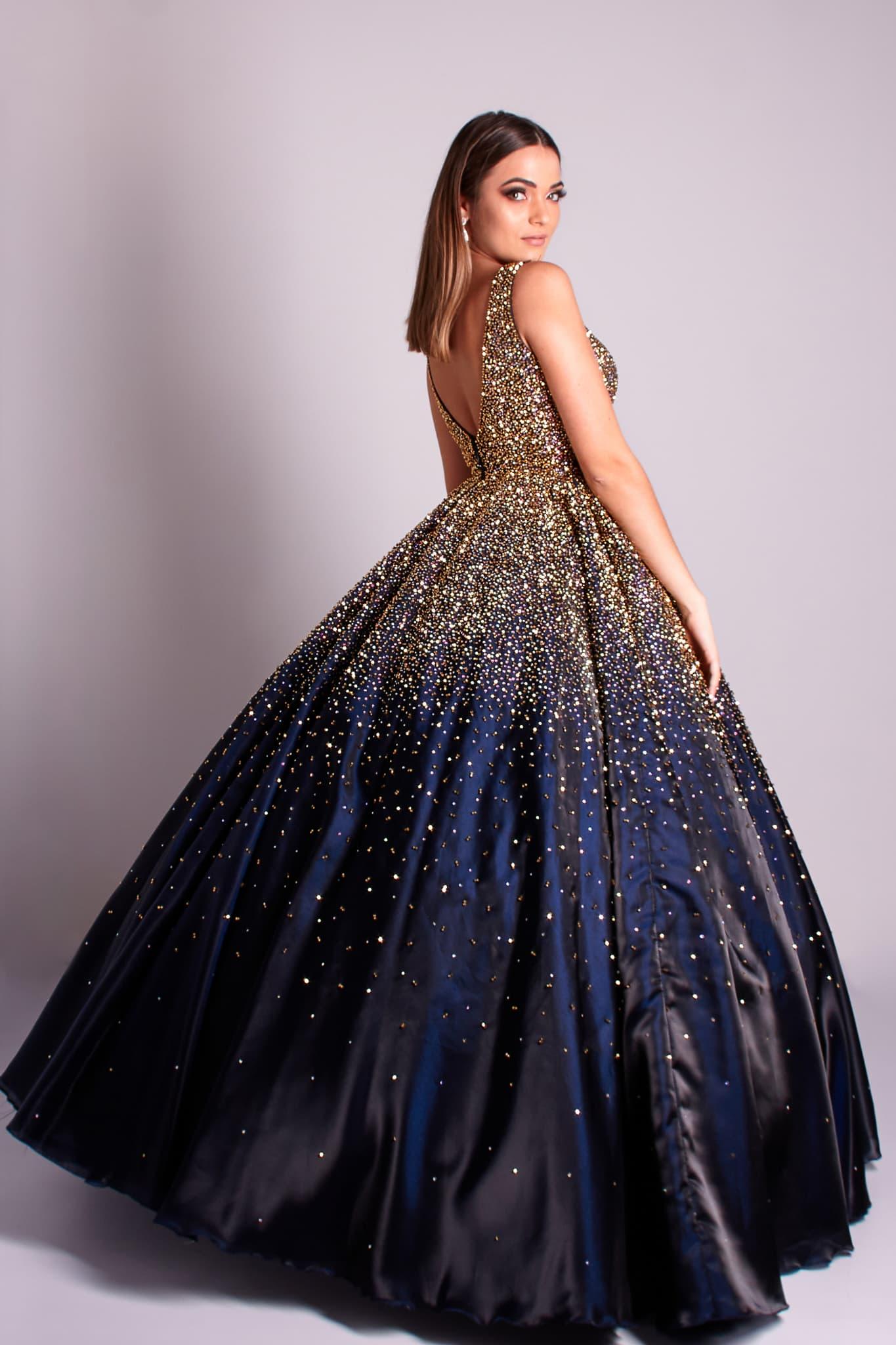 146 - Vestido azul marinho de valsa com cristais e decote V nas costas
