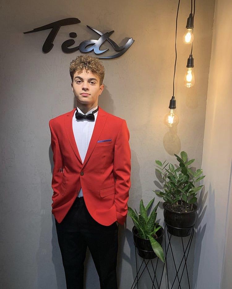 21 - Terno slim vermelho