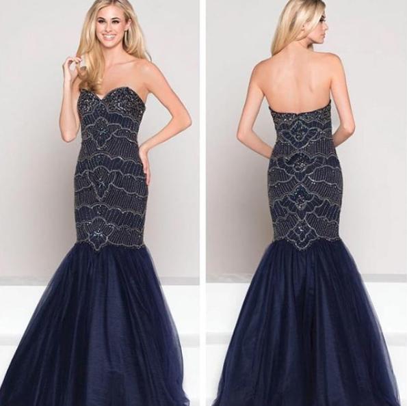 125 - Vestido sereia de tule azul marinho com pedrarias