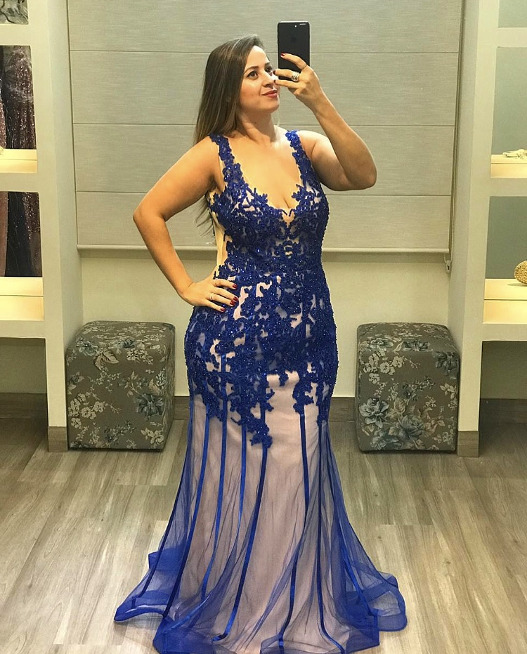 55 - Vestido de renda azul royal com forro nude