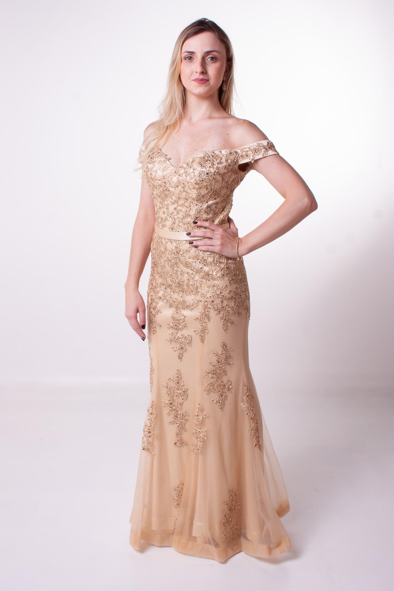 9 - Vestido dourado de tule bordado com cintinho