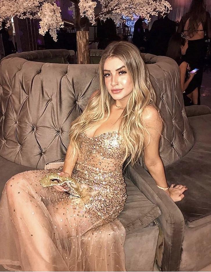 135 - Vestido dourado de tule bordado em paetês sereia