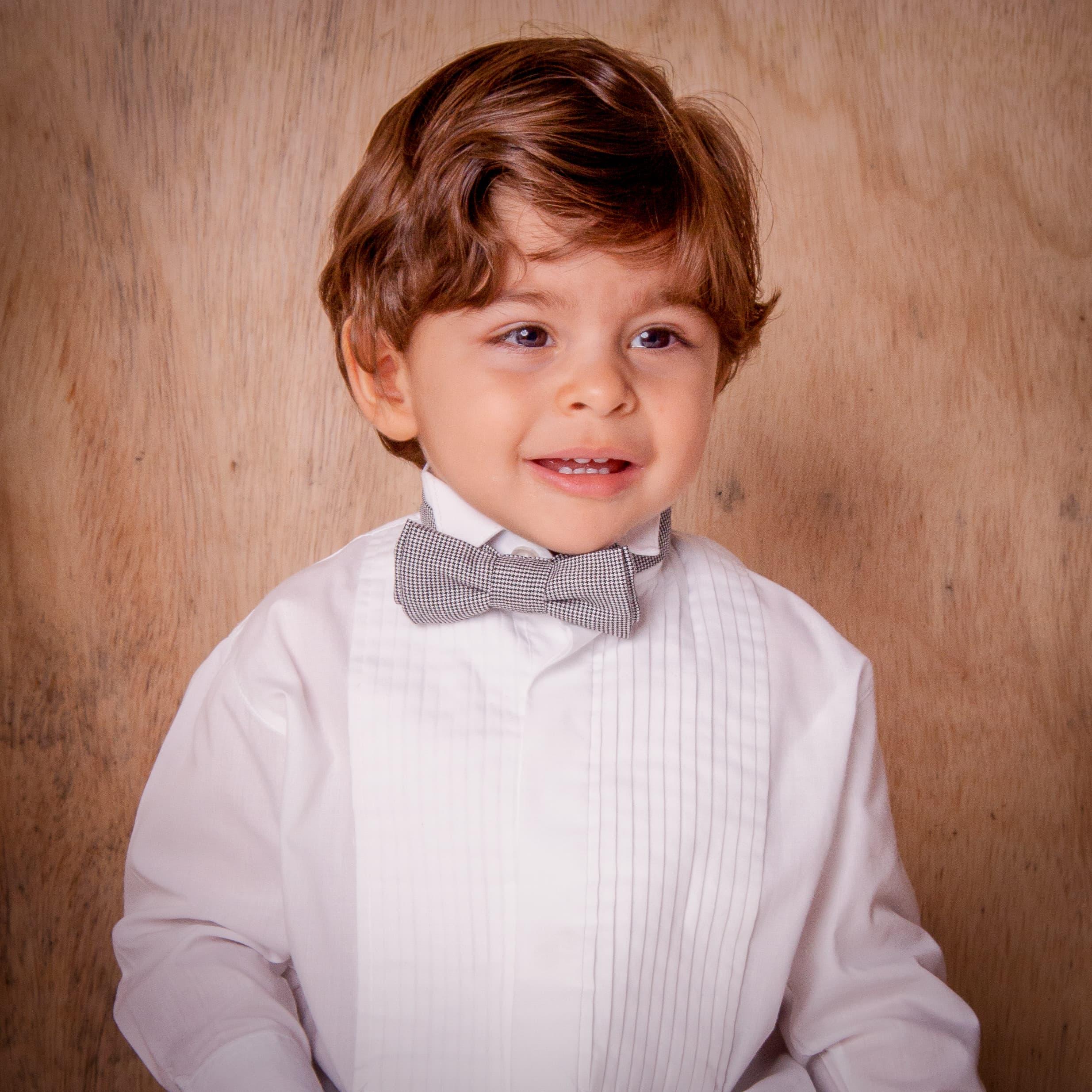 10 - Pajem de camisa branca e gravata