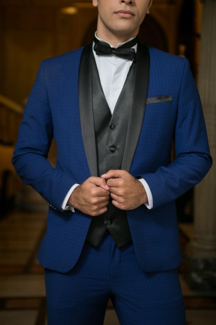 35 - Smoking slim azul royal com colete preto