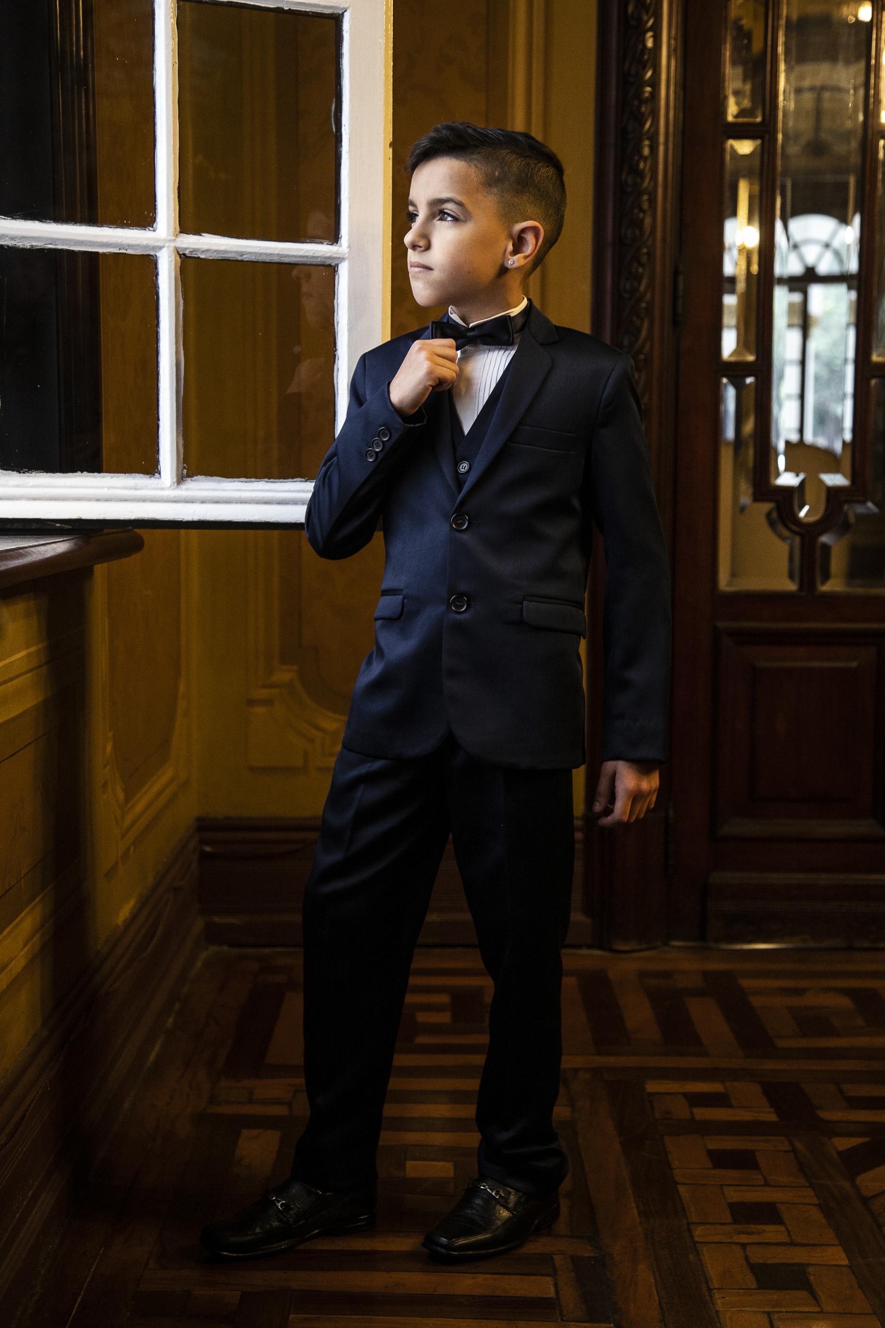 18 - Terno azul marinho e gravata borboleta para pajens