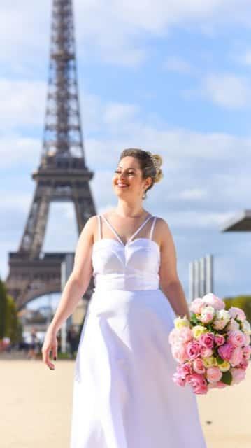 7 - Vestido de noiva estilo minimalista plus size