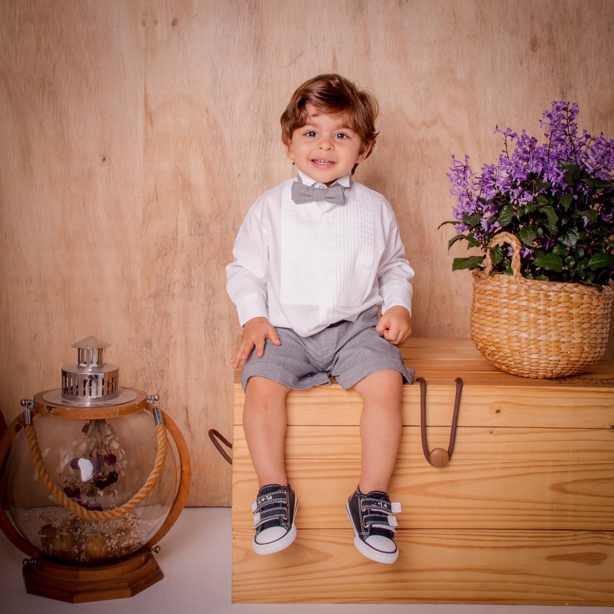 9 - Pajem de bermudinha cinza e gravata borboleta