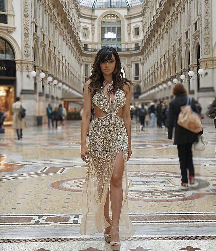 133 - Vestido nude bordado em cristais Swarovski com recortes